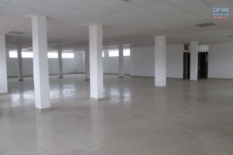 A louer, local professionnel de 250 et 350 m2 , en plein coeur d'Andraharo-Antananarivo