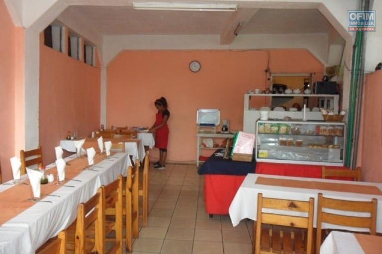 A vendre immeuble contenant appartements et locaux commerciaux à Ambohibao - local commercial