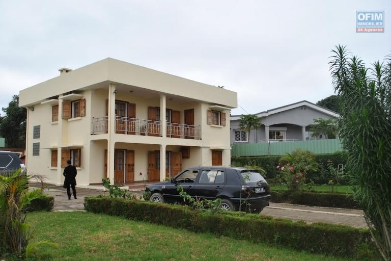 Style maison villa basse for Maison basse moderne