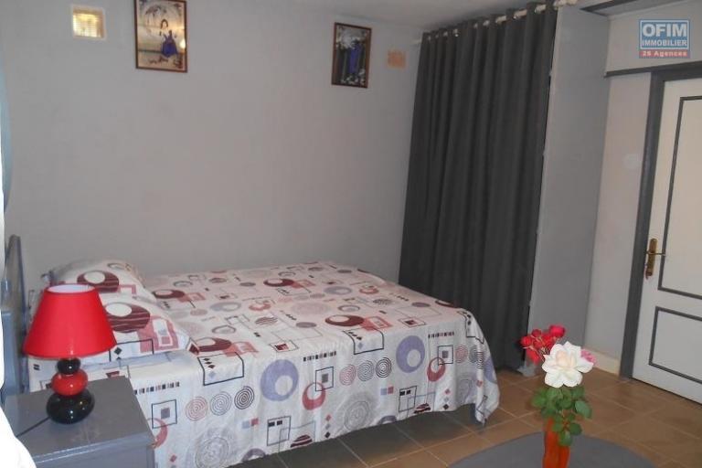 A louer un joli studio meublé et équipé proche des commodités centre ville à Ampefiloha Antananarivo