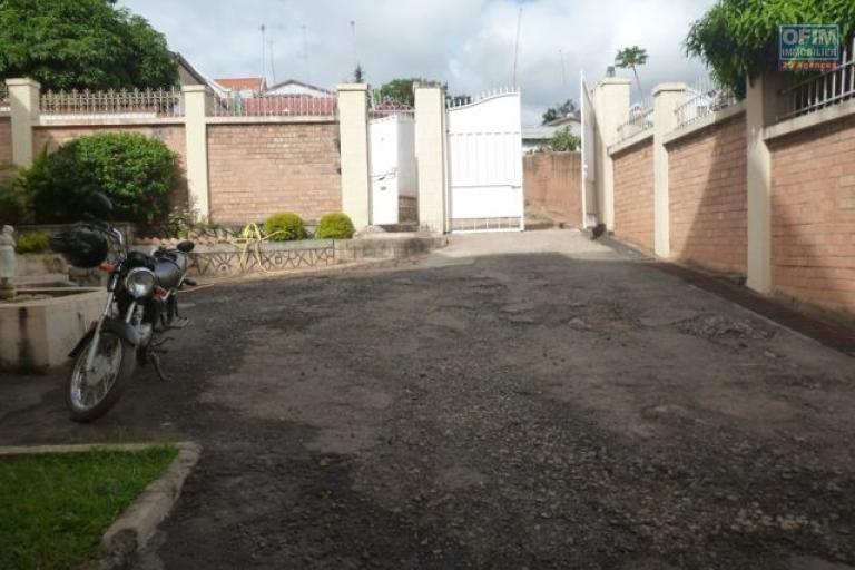 A vendre belle villa spacieuse de type F6 à Ambohibao Ambohijanahary