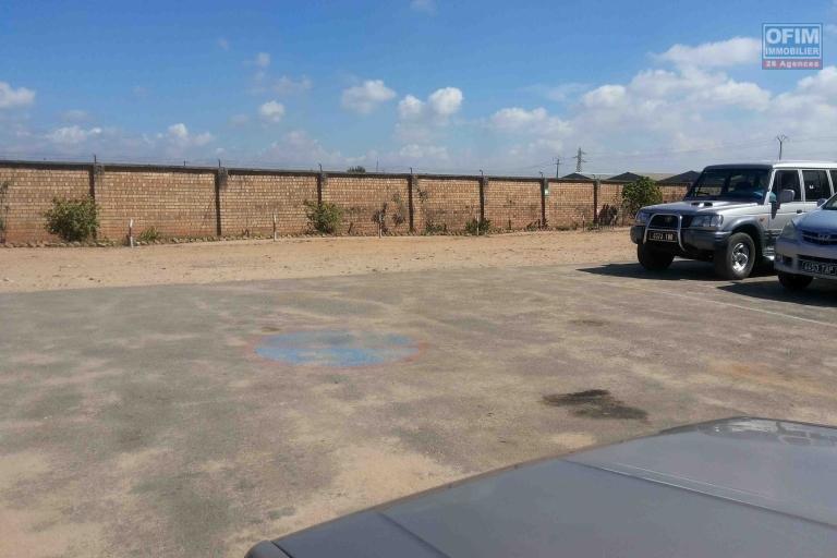 A louer des entrepôts de 450M2et 600m2 sur la route digue Antananarivo