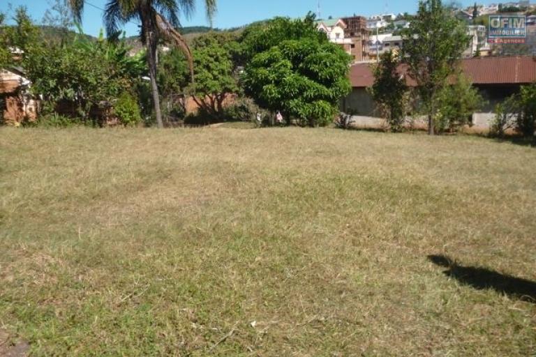 A vendre très grande propriété de 5680 m2 à Andoharanofotsy