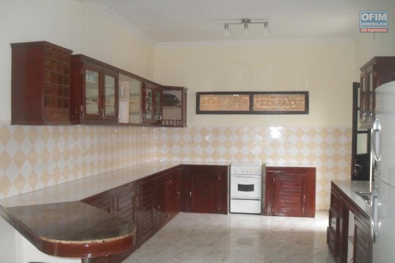 A louer une villa F5 qui se trouve à 5min de l'université d'Ankatso