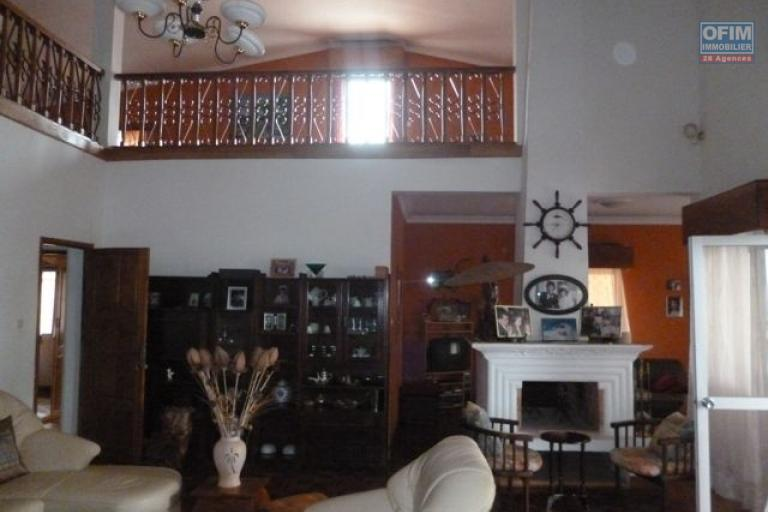 A vendre très grande villa à Ambolokandrina
