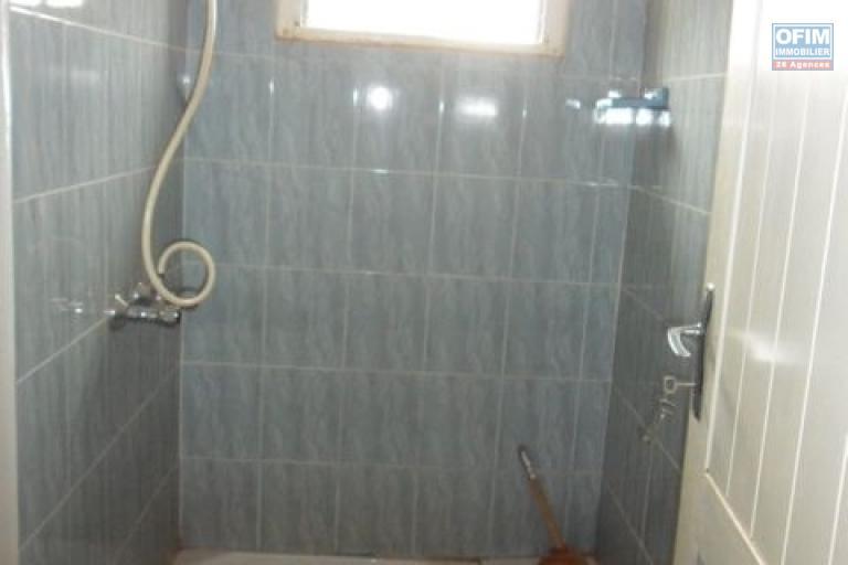 A vendre villa F6 à andohan mandroseza - salle d'eau