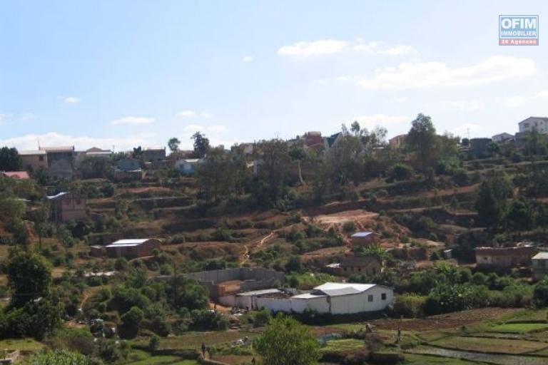 Deux terrains mitoyens de 678 et 890 m2 à vendre à Ambodihady Ambohidrapeto
