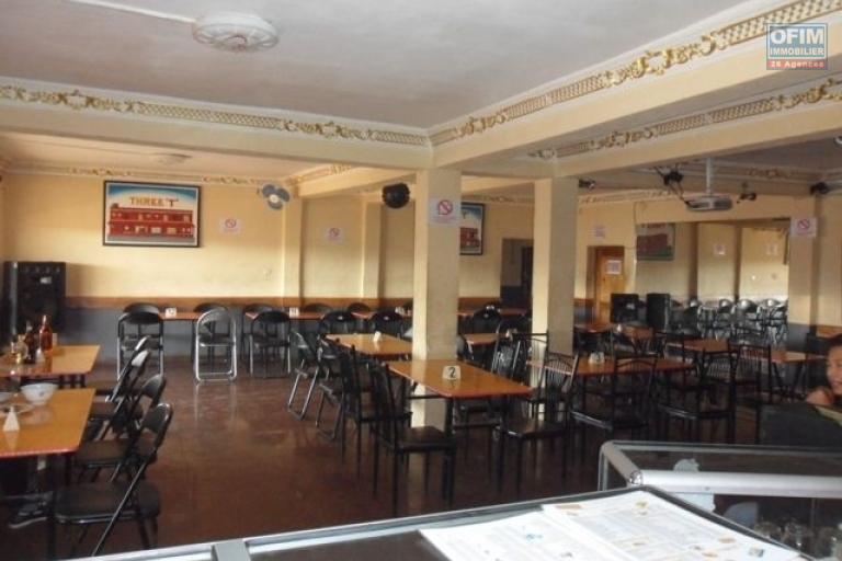 A vendre Hotel / Restaurant  / bar / Karaoké /épicerie avec le mur  sis au by pass - restaurant /karaoké