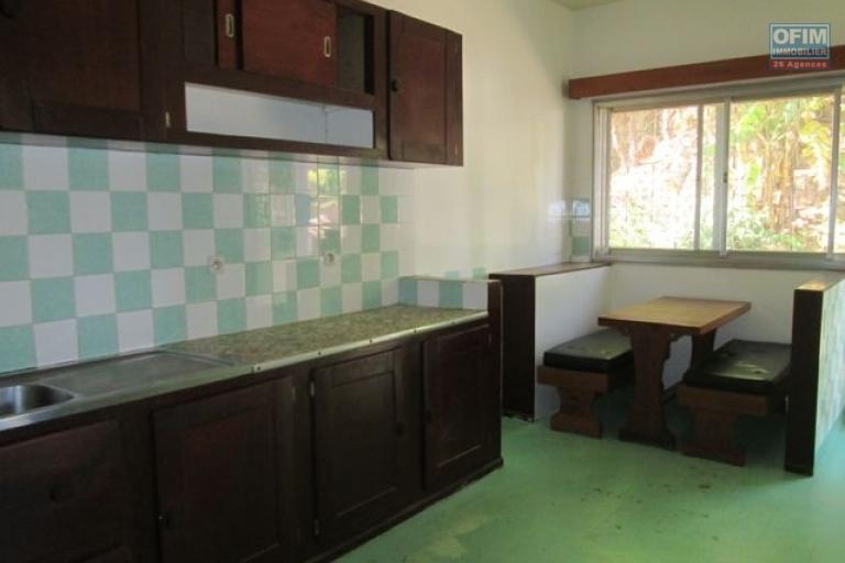 A louer une villa F6 semi meublée dans un terrain de 3 000M2 avec une vue sur le lac à Andohanimandroseza Antananarivo