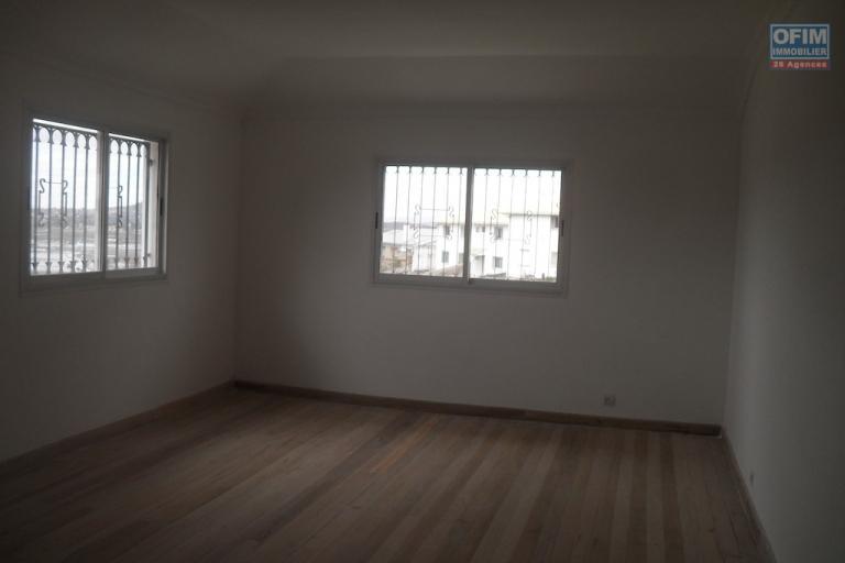 A louer une villa  neuve F11  possédant une superbe vue sur Antananrivo située à Andranoro