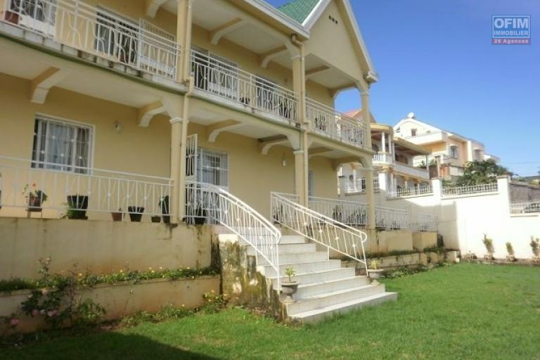 A vendre Villa F6 Ambatobe Tananarive