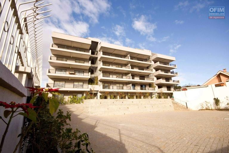 A vendre magnifique avec une vue panoramique  appartement T4  proche du Lycée français de Tananarive - façade exterieur