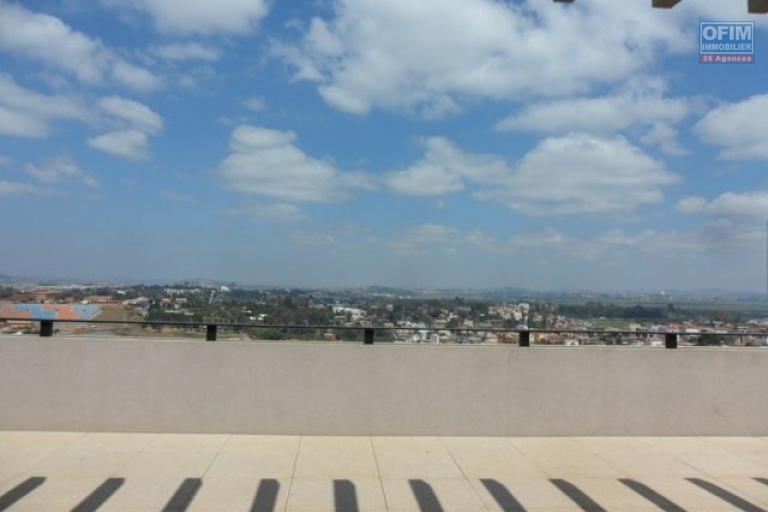 A vendre magnifique avec une vue panoramique  appartement T4  proche du Lycée français de Tananarive