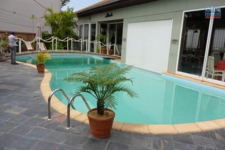 A vendre magnifique  appartement T4  proche du Lycée français de Tananarive - piscine