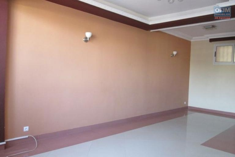 A louer joli studio d'une superficie de 50 m2 environ à ankadivato Antananarivo