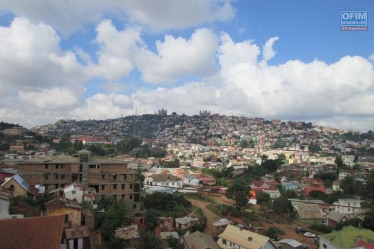 A louer deux  appartements T4-T3 proche du centre ville sis à Ampasanimalo-Antananarivo