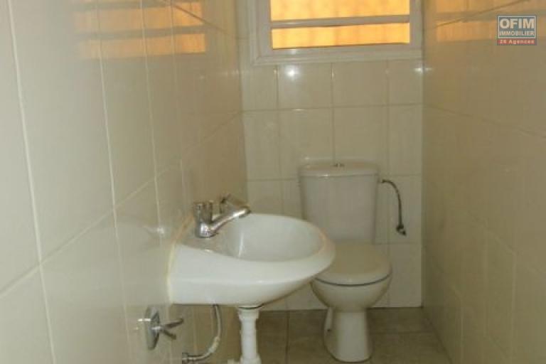 A louer un appartement T4 au RDC dans un quartier résidentiel Cité planton Antananarivo