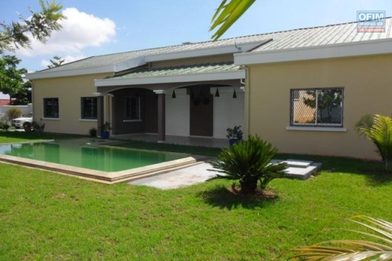 Location maison villa antananarivo tananarive a louer jolie villa f5 avec grand jardin - Location maison avec jardin ...