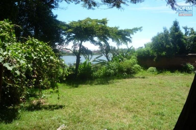 A vendre magnifique terrain pieds dans l'eau à Ivato Mandrosoa