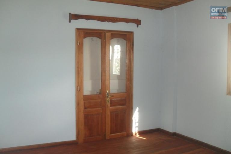 A louer une villa F5 à 10 min de l'école primaire française à Ambohibao
