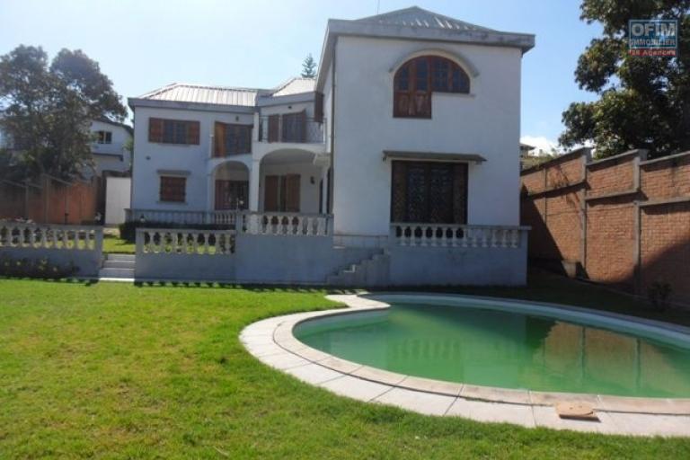 A louer villa F5 avec piscine à Ambohibao Tananarive
