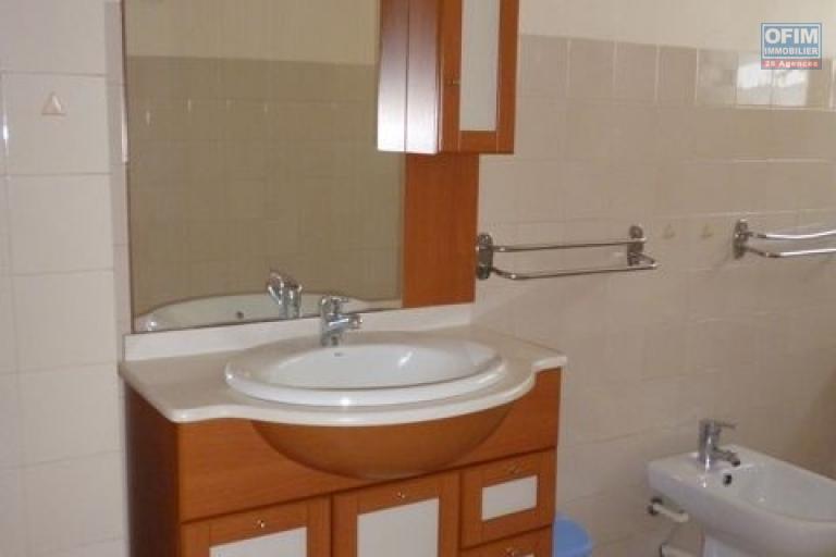 A louer une charmante villa F3 meublée à Manakambahiny Antananarivo