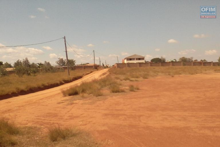 A vendre grand terrain de 6 000 m2 Ambohidratrimo Ankazobe