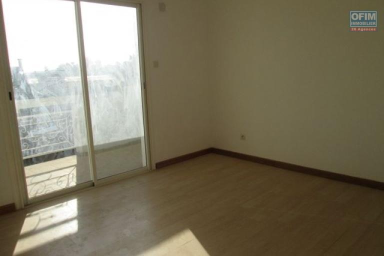 A louer, plusieurs appartements T3 et T4 avec parking proche centre ville à Ouest Ambohijanahary- Antananarivo