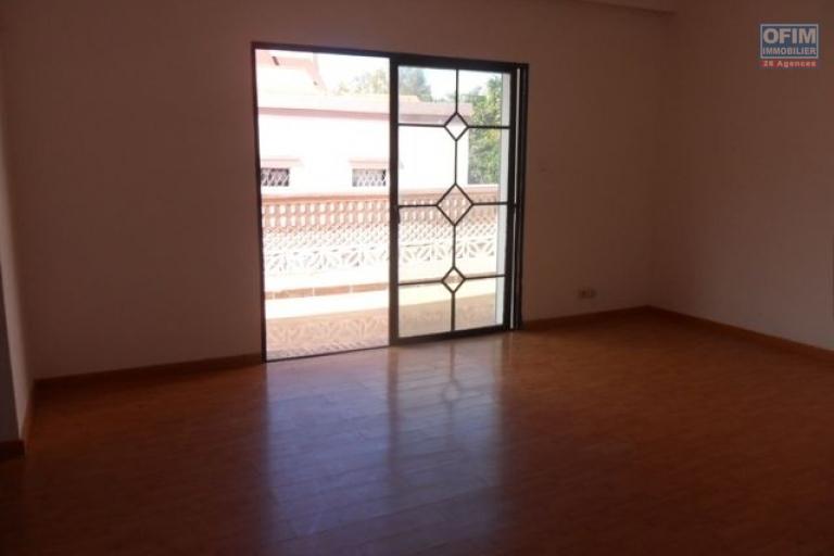 A louer villa neuve F5 à 2mn du lycée français Ambatobe Tananarive