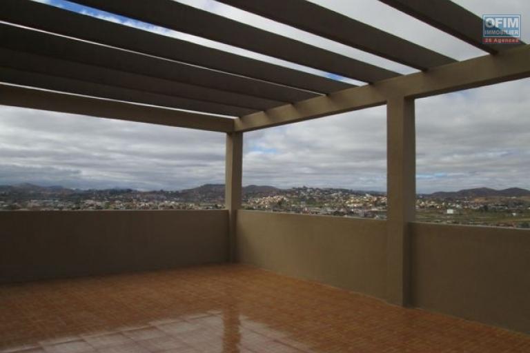 A louer une villa F6 à étage  à usage mixte à Mandroseza- Antananarivo