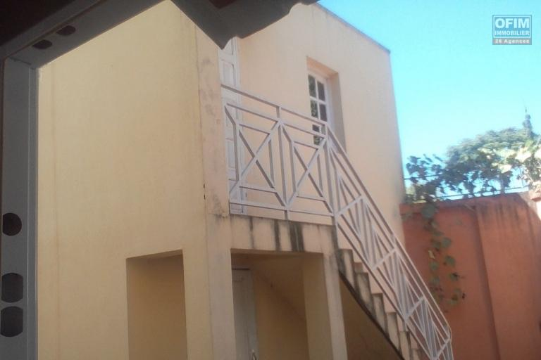 A vendre  Villa à étage F6  à Ambohibao Antehiroka