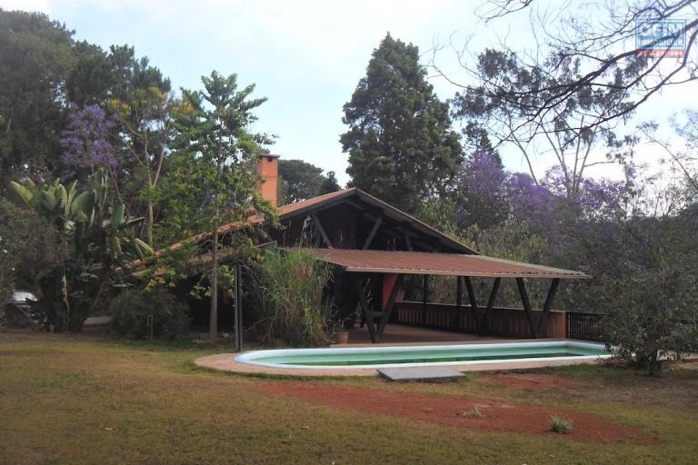 A louer u ne villa F5 avec piscine située dans une résidence bien sécurisée à Ankadikely Ilafy