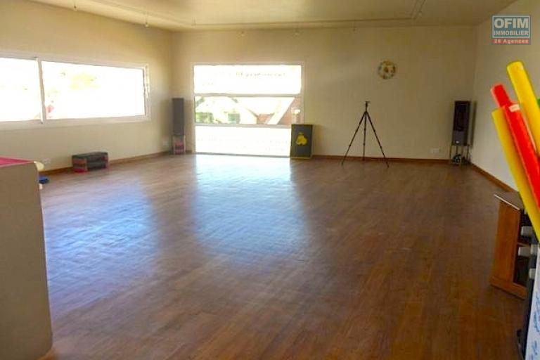 A vendre appartement neuf ultra comptemporain avec un spa , salle de sport / fitness ,  piscine chauffée et couverte ... - salle de fitness