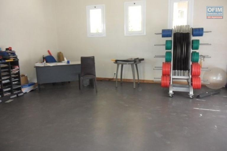 A vendre appartement neuf ultra comptemporain avec un spa , salle de sport / fitness ,  piscine chauffée et couverte ... - salle de sport