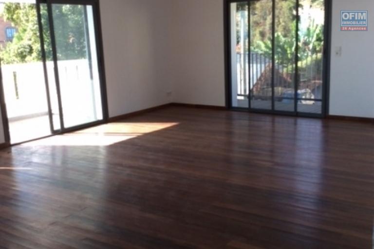 A louer, un bel appartement T3 neuf sur la haute ville à Andohalo- Antananarivo