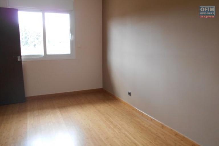 A louer un appartement T2 dans un immeuble neuf à Analamahitsy