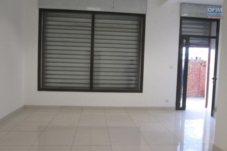 Alouer, plusieurs locaux neufs, idéal pour usage commercial ou professionnel à Alarobia- Antananarivo