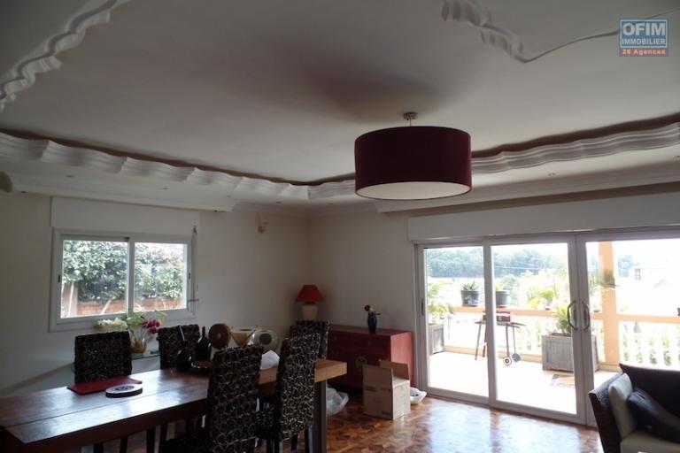 A vendre une très belle villa de type F5 à  Ambohitrarahaba en face d'Androhibe