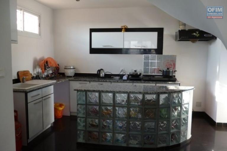 A vendre bel appartement duplex à Alarobia