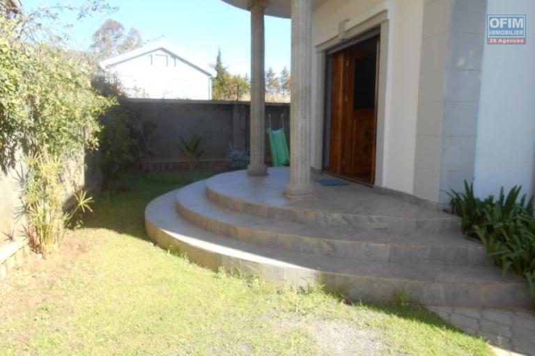 A louer une villa spacieuse F6 à Ambolokandrina Antananarivo