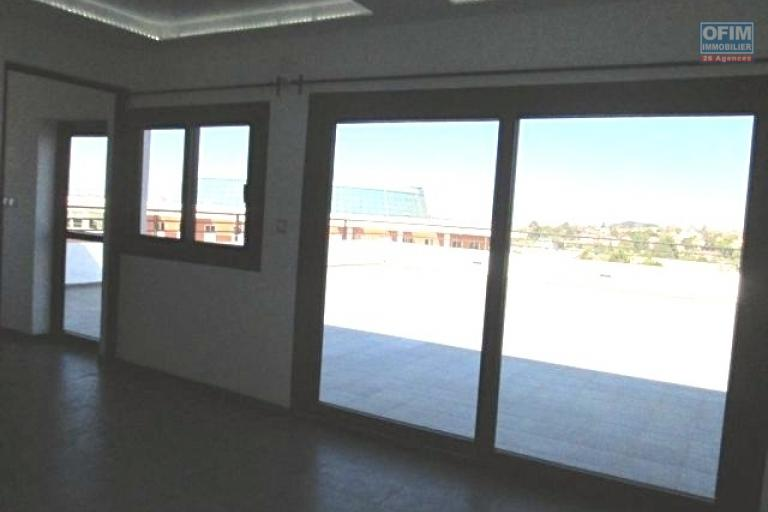 A louer, grand appartement T4 dans un immeuble neuf à Ifarihy Ivato