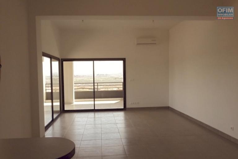 A vendre appartement T3 neuf à Ivandry - salon