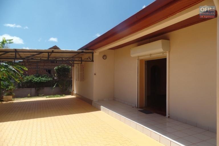 A louer une coquette villa basse F4 située à 5 min du lycée français à Ambatobe