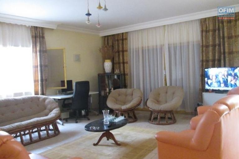 A vendre, une villa F4 à étage sur 373 m2 de terrain à Andoharanofotsy - Antananarivo