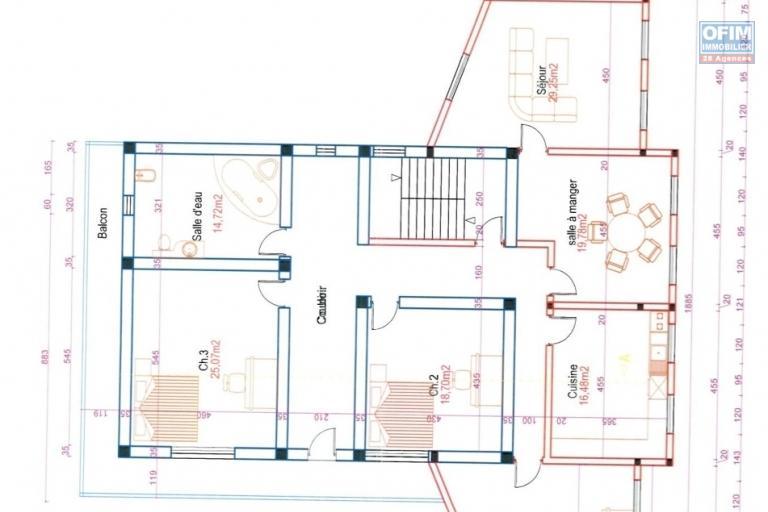A louer un grand immeuble à 3 étages idéal pour bureau ou autre activité commercial situé au bord de route d'analamahitsy - 2ème étage