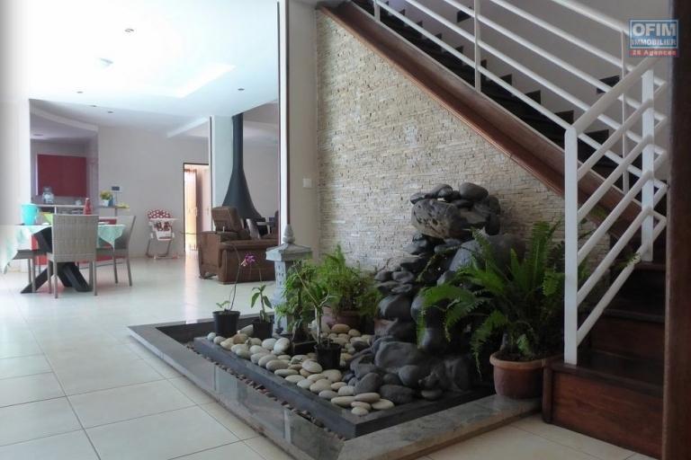 A vendre villa F5 très moderne avec piscine à Betongolo Andrianarivo