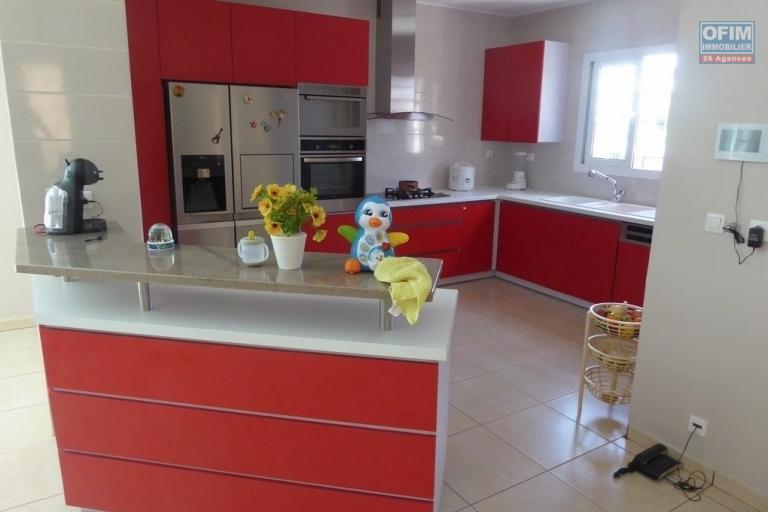 A vendre villa F5 très moderne avec piscine à Betongolo Andrianarivo - cuisine