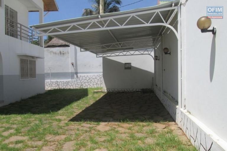 A louer une villa F5 à étage près des écoles à androhibe Antananarivo