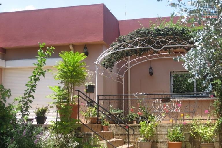 location meubl maison villa antananarivo tananarive a louer une superbe villa meubl e. Black Bedroom Furniture Sets. Home Design Ideas