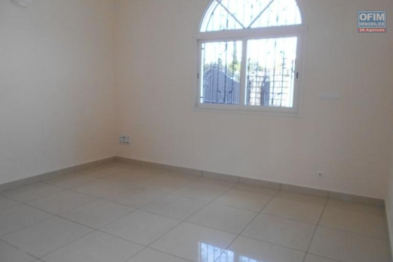 A louer ue grande villa F11 à Alasora Antananarivo